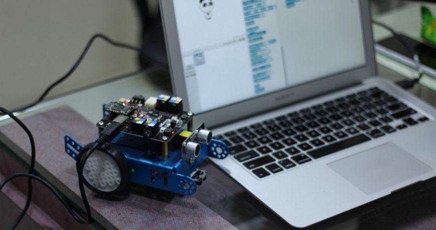 A programozható robot felnőtteknek is nagyon tetszik